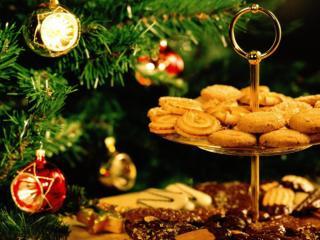 Obrazek: świąteczne ciastka i choinka
